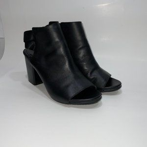 Kenneth Cole 9.5 Black Stacked Heels